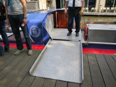 Blue boat bateau canaux Amsterdam PMR