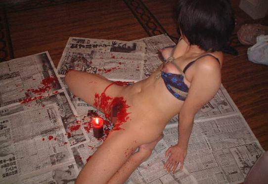 ロウソク責め!女体に蝋を垂らすSMプレイのエロ画像のエロ画像