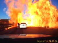タンクローリー事故でドーン(°_°)動画。道路に漏れ出した液化石油ガスがドーン(°_°)