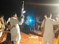 結婚式の祝砲が大惨事に。片手AK-47連射の反動に負けて銃口が真横に(((゚Д゚)))
