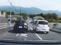 暴走運転の挙句に枯葉マーク運転手に威嚇するDQNのビデオがプチ炎上。