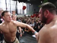 ロシアのビンタで殴り合うコンテストの映像が痛いwwwみんな真っ赤だし(@_@;)