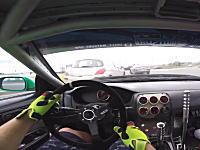 交通量のある公道でドリフトしまくるS14シルビア乗りのビデオ。ドリフト祭りSPB。