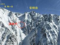 長野県警による山岳遭難救助活動の映像。北アルプス白馬岳における単独滑落遭難、他。