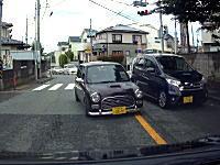 運転くそすぎ。情報求む!横浜市でミラジーノターボに当て逃げされたドラレコ。