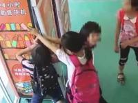 みんなで力を合わせて自販機を破壊する小学生DQNの映像が話題に。略奪品はその場で山分け。