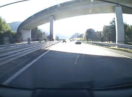 何台突っ込むんだよ。山陽道で撮影された多重事故がひどいリアドラレコ。