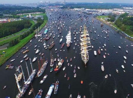 想像をはるかに超える混雑っぷり。アムステルダムの運河が世界一混雑する日。