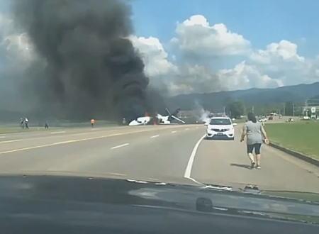 元NASCARドライバーのデイル・アーンハートJr.を乗せたプライベートジェットが着陸に失敗し炎上。