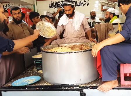 お皿の使い方が特徴的なパキスタンのストリートフードの魅力。チャワル料理。