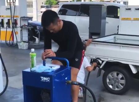 千葉停電で給油機が動かないガソリンスタンドで競輪のS級選手が頑張っている動画が話題に。