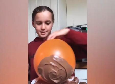 風船を使ったチョコレートのお椀作りに挑戦した女の子。予想通りの結果にwww
