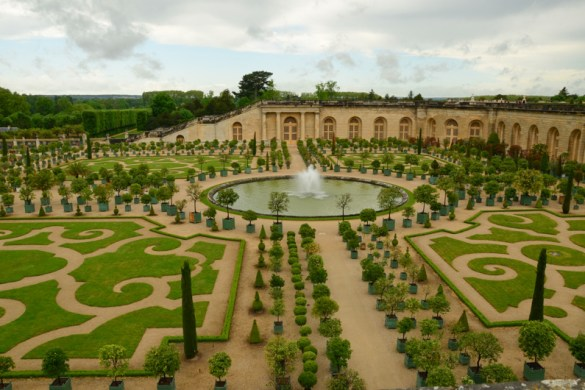 The gardens of Versailles were designed by famous garden architect André Le Nôtre, who transformed the marsh into a system of canals, ponds and fountaines