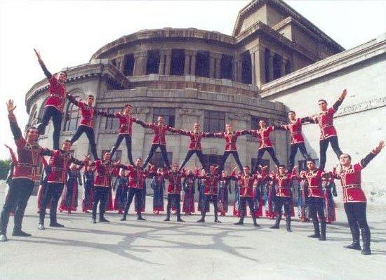 100y100f_041_Dance