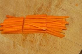 Hoe snij je een wortel julienne 7