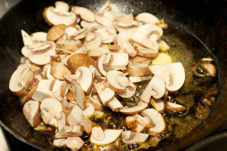 Zelfgemaakte champignonsaus 4