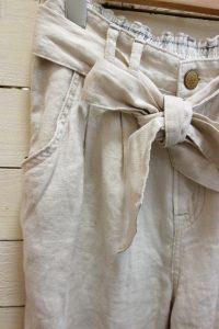 ウエストリボンもかわいく、 裾が細みですっきり見えます。