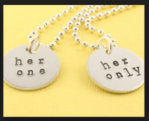 Best Wedding Anniversary Gifts & Ideas for Husband Wife Parents on 1st ...