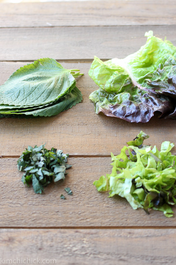 Perilla leaves and red leaf lettuce