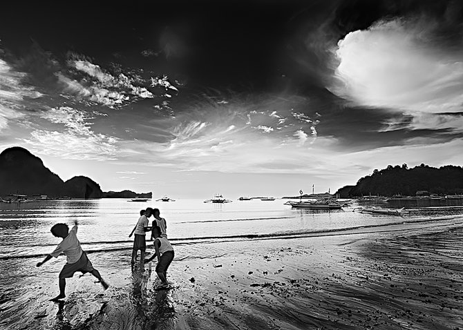 Black And White Photos… Photographer Andreu Pardales