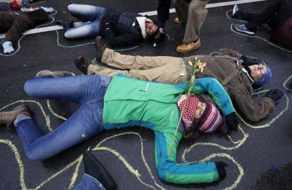 1-Liberal-Protesters-Ferguson-dead