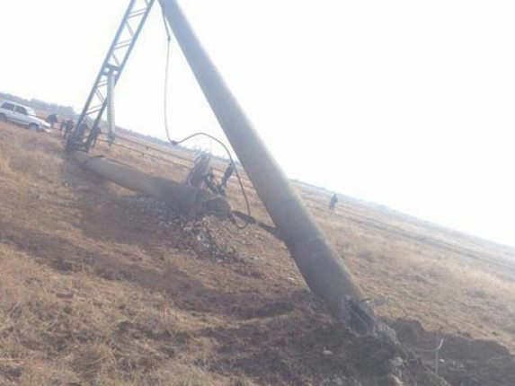 One-of-the-electricity-pylons-servicing-Crimea-sabotaged-on-Nov-20-2015-TV-Rezda-image-on-Twitter