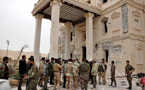 Forces loyal to Syria's President Bashar al-Assad gather at a palace complex on the western edge of Palmyra in this picture provided by SANA on March 24, 2016. REUTERS/SANA/Handout via Reuters ATTENTION EDITORS - THIS PICTURE WAS PROVIDED BY A THIRD PARTY. REUTERS IS UNABLE TO INDEPENDENTLY VERIFY THE AUTHENTICITY, CONTENT, LOCATION OR DATE OF THIS IMAGE. FOR EDITORIAL USE ONLY. NOT FOR SALE FOR MARKETING OR ADVERTISING CAMPAIGNS. THIS PICTURE IS DISTRIBUTED EXACTLY AS RECEIVED BY REUTERS, AS A SERVICE TO CLIENTS