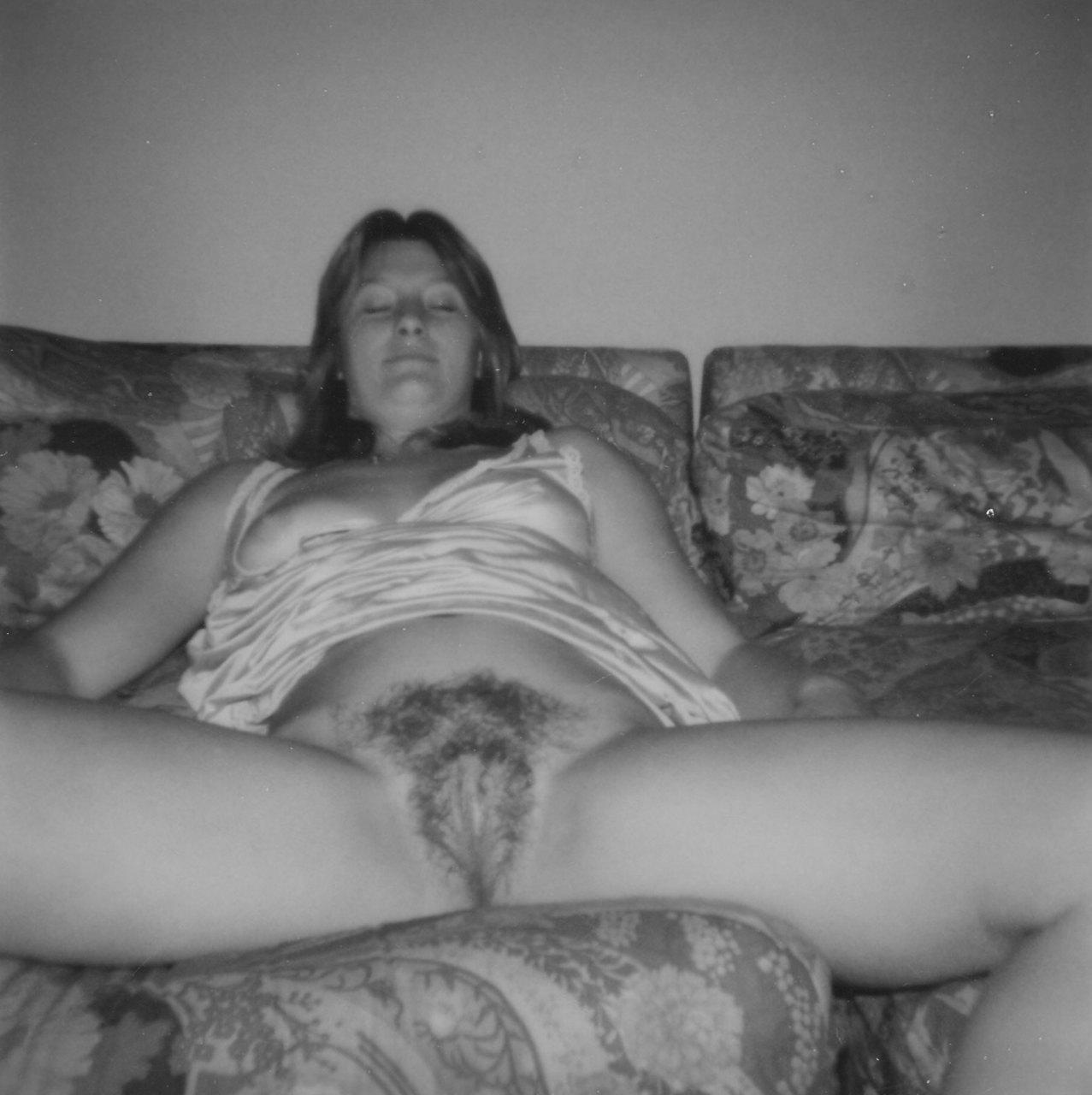 aunty India petticoat nude photo