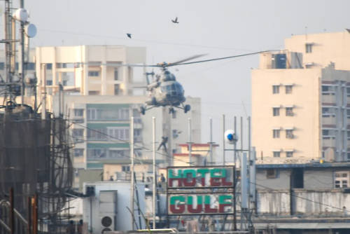 Commando rappelling from a helicopter after Pakistani terrorists attacked Mumbai on November 26, 2008.
