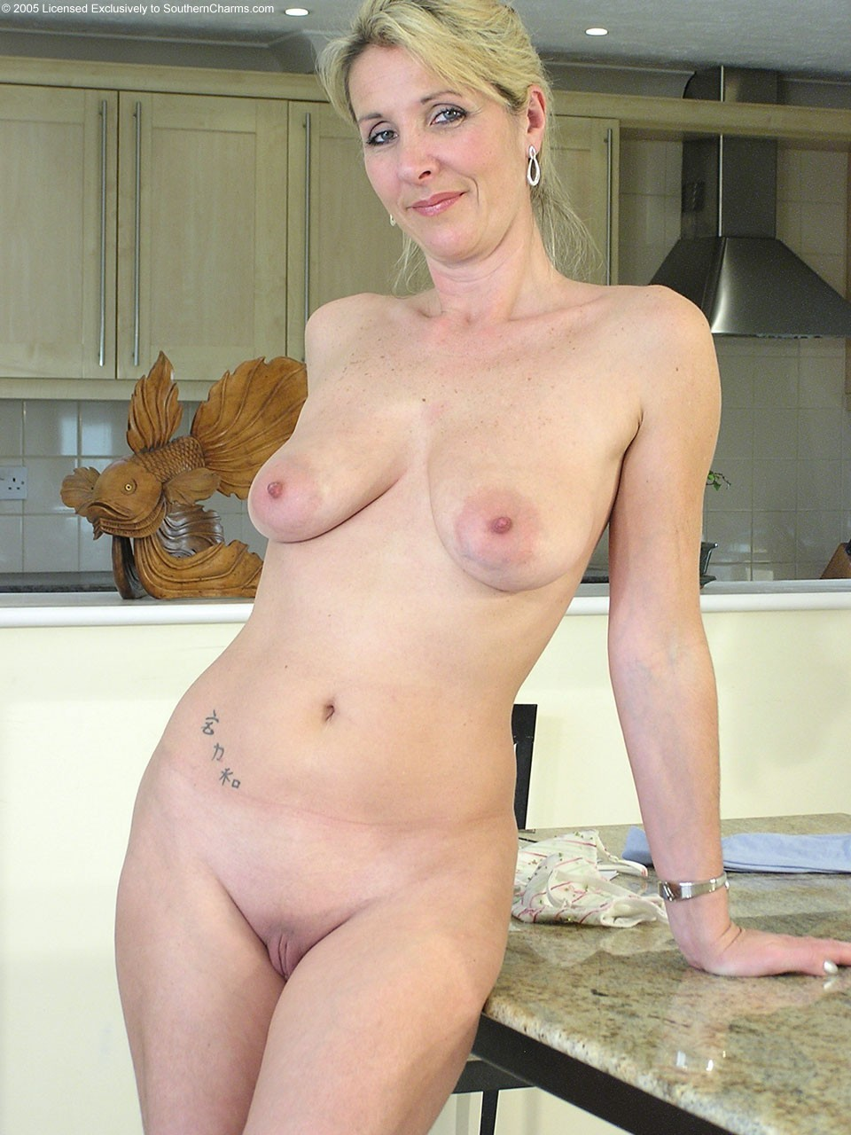 nude mature women with hairy pussy