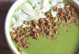 The Best Green Smoothie Bowl Ever // 24 Carrot Life #greensmoothie #healthy