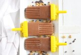 Skinny Chocolate Peanut Butter Popsicles // These popsicles are made with only four ingredients, come in at about 100 calories each, and are a great way to cool down in the summer heat.