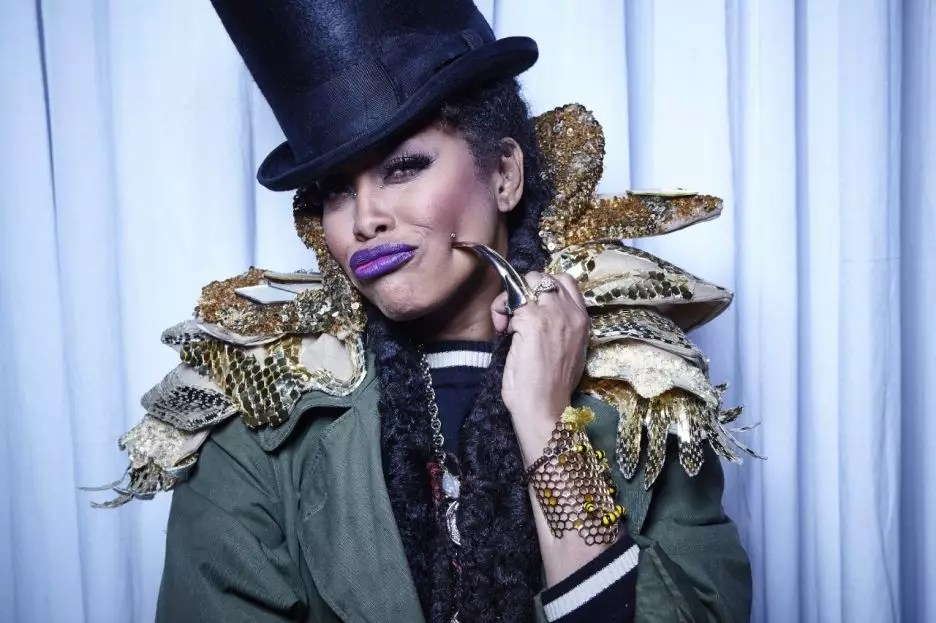 102815-shows-sta-host-erykah-badu-4-7093