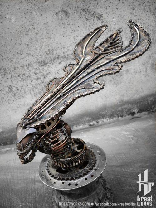 aliens sculpture