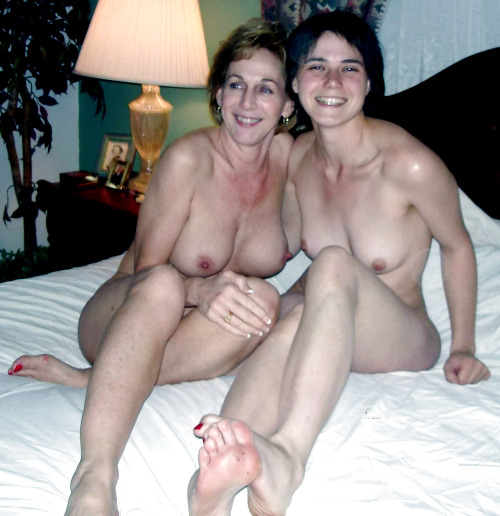 moms teach daughters naked