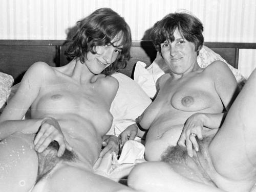 homemade mom and daughter naked