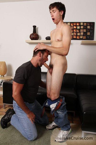Gay porn star Anthony London versatile bottoming