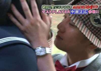 SMAP中居とおかずクラブのオカリナがキス(動画アリ)殺害予告が溢れ大炎上…大晦日『ガキ使笑ってはいけない』