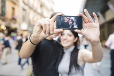 いまネットを騒がしてるカップルの自撮り写真 これヤバくね?