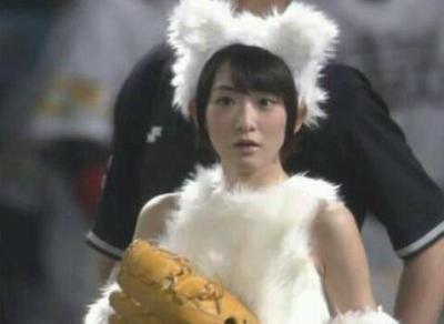生駒里奈ちゃんのギガ可愛いコスプレ始球式<動画像>乃木坂46