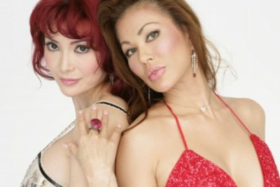 叶美香さんの学生時代と恭子さんのモデルデビュー時代ほかスケスケドレス最新画像とか