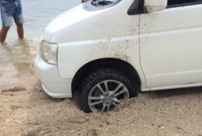 ビーチでスタックしたレンタカーの末路 ※砂浜でスタックした場合の脱出方法※