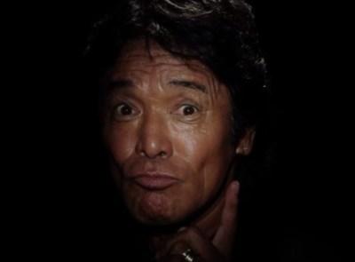 見えるかな?松崎しげるの史上最も黒いジャケット写真