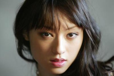栗山千明さん横乳みえるセクシー黒ドレスを着こなす<画像>このドレスいいよね