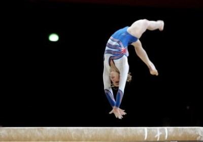 女子体操選手が演技中におしっこ噴射する決定的瞬間