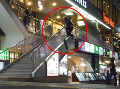 舐められる日本人 路上でやりたい放題メイワク外人に立ち向かう一人の日本人B系あんちゃん →動画とGIF