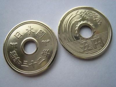 韓国さん日本人の知らないとこで5円玉と張り合ってたwwwww