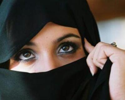 頭隠してパイ隠さずイスラム教の女の子たちの自撮りヌ-ド画像が素晴らしい