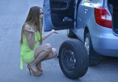 車のパンクを通りすがりのヤンキーに治してもらった結果 →