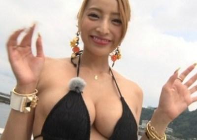 【悲報】加藤紗里さんの乳輪がはみ出す→ 画像